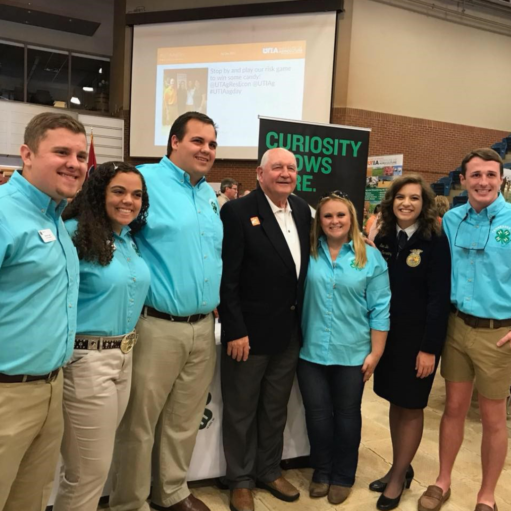 Members of the University of Tennessee Collegiate 4-H/FFA Club and teens from State 4-H Council represented Tennessee 4-H at the re- cent UT Ag Day celebration.